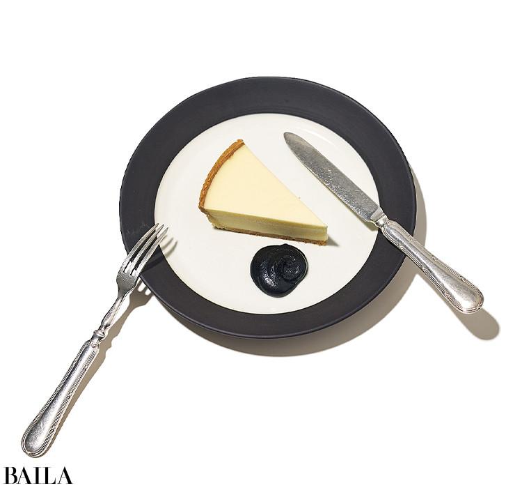 チーズの酸味を黒ごまのまろやかさが包み込み、和テイストに。練りごまや黒ごまのペーストがややかたい場合は、牛乳やはちみつ、ココナッツミルクなどでのばしても。