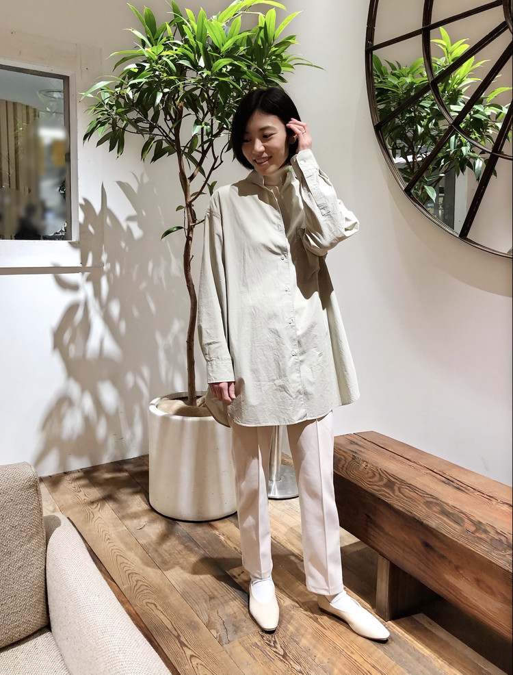 【UNIQLO U】新作オーバーシャツで作る淡色コーデ。_2