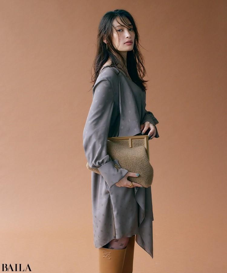 フェンディのバッグ「フェンディ ファースト」 バッグ(高さ23.5×幅32.5×マチ15cm ショルダーストラップつき)¥434500