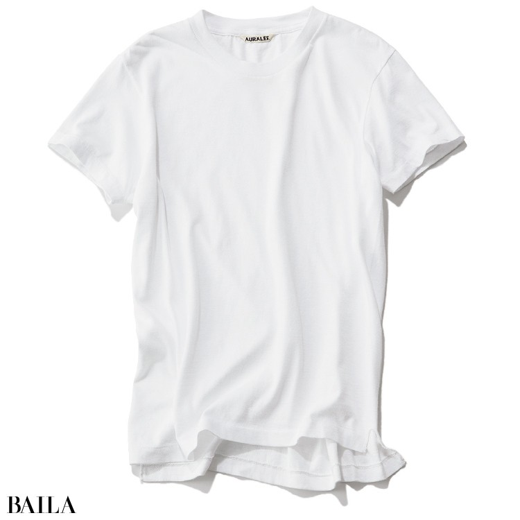オーラリーのTシャツ