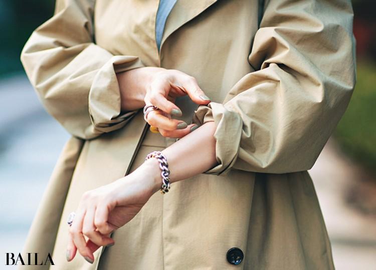 旬感高めのスポーティなハリのある素材で着こなしに立体感を