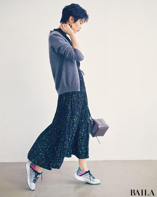 今、圧倒的に大人可愛い♡【ハイテクスニーカー×スカート】の意外コーデ8選_1_7