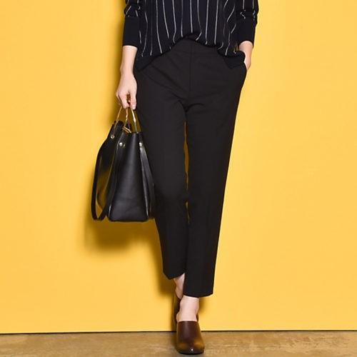 ニット×シャツで、おしゃれ&まじめな黒スタイルで通勤!_8