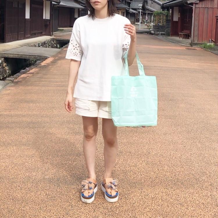オールZARAのホワイトコーデに差し色エコバッグ♡_5