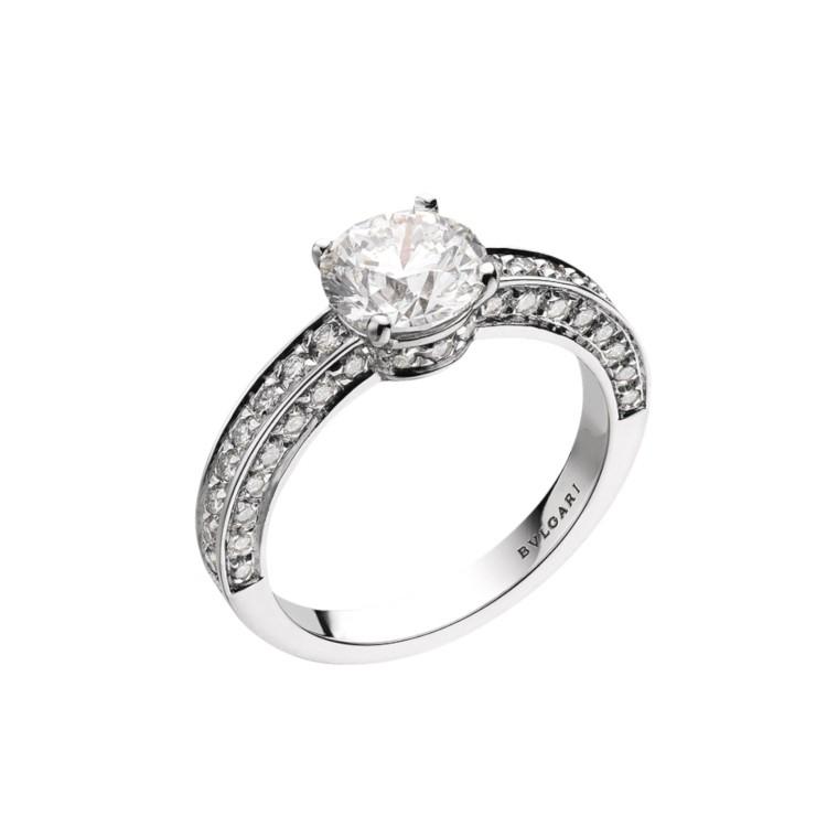 「デディカータ・ア・ヴェネチア 1503」エンゲージメントリング(Pt×ダイヤモンド 0.30ct~)¥440000~/ ブルガリ ジャパン