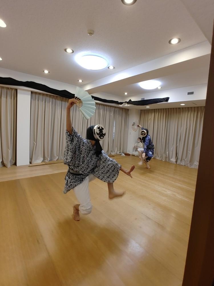 お稽古中。躍動する歌舞伎俳優 染五郎と團子。
