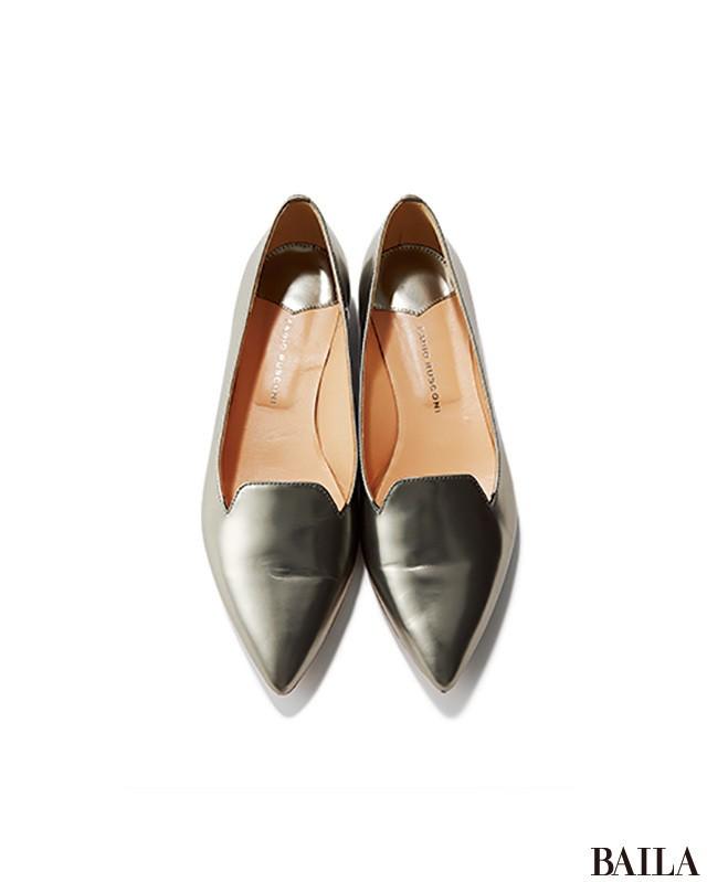 爽やかプリーツコーデは、細バングル&靴のWシルバー小物で涼しげに! _2_5