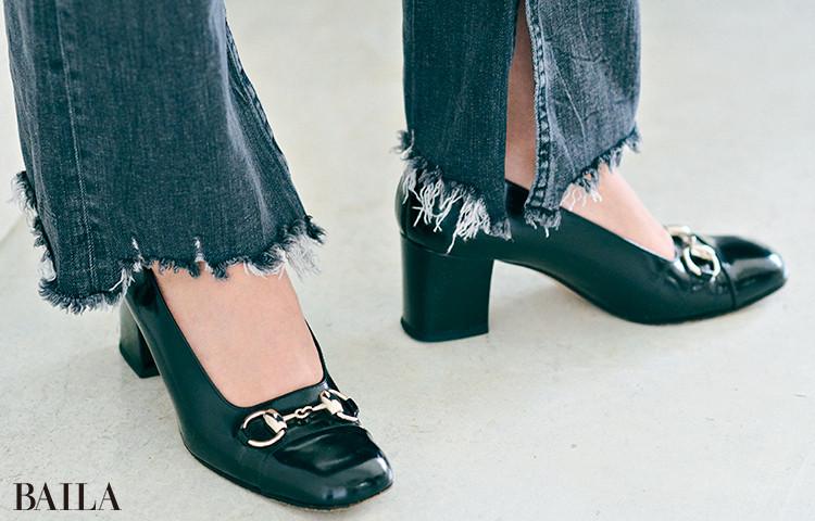 門脇聡子さん  「この春はブラックデニムにチャレンジしたいと思って購入。裾の切りっぱなしの感じや、さりげないスリットがお気に入り」