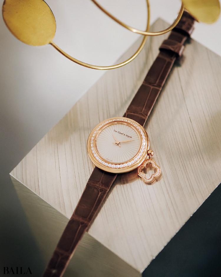 ヴァン クリーフ&アーペルの時計「チャーム クローバー ウォッチ」