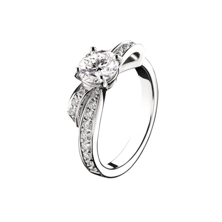 「リュバン ドゥ シャネル」エンゲージメントリング(PT×ダイヤモンド)¥564000~/シャネル