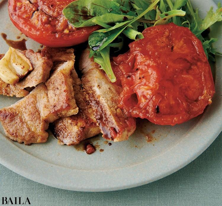 焼きトマトとポークソテーのサラダ