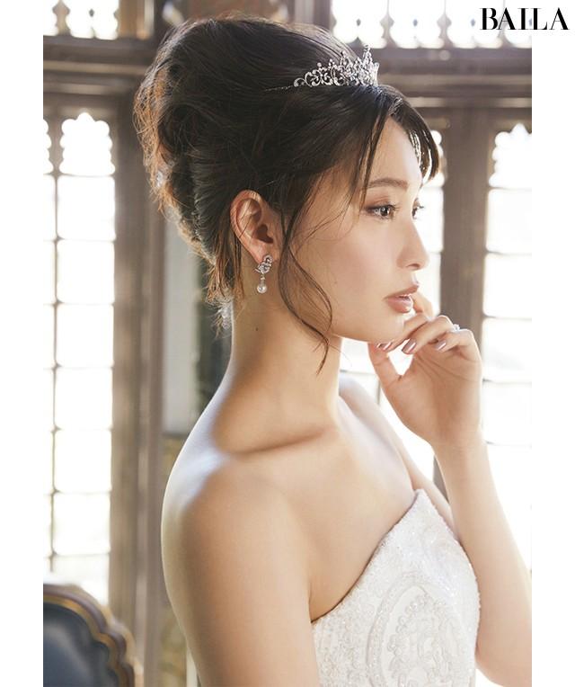 【写真】大政 絢の美貌が際立つウエディングドレス_2