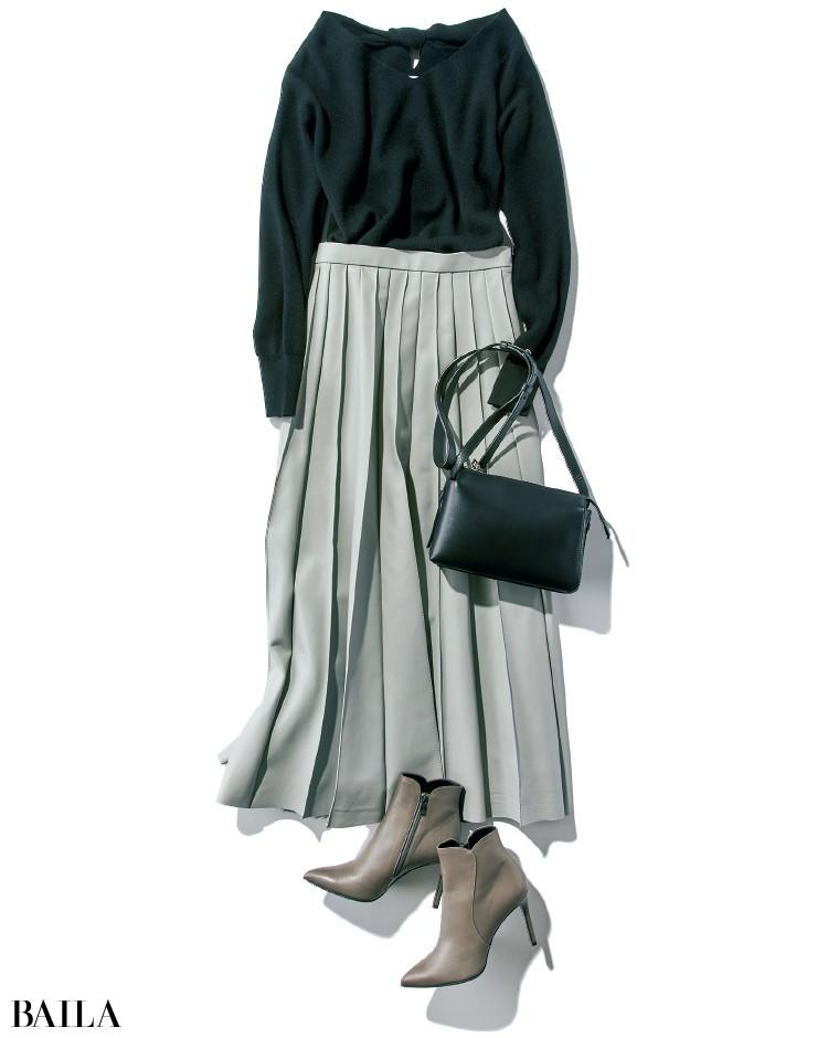 黒のニットとライトグレーのスカートコーデ