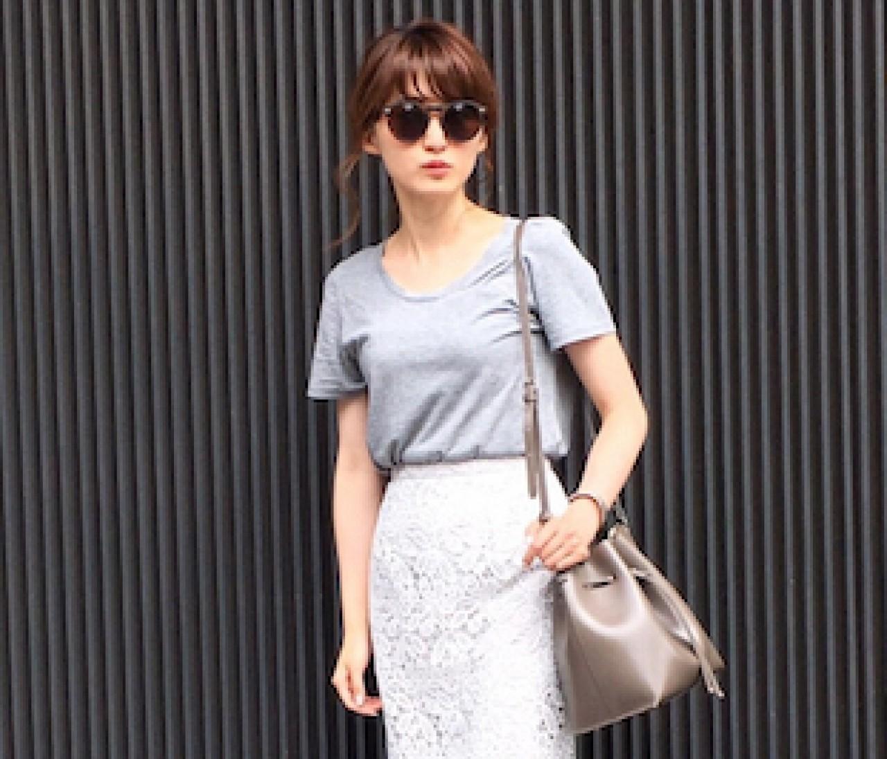 【スナップ】真夏のデートスタイルは、レーススカートを辛口に着る