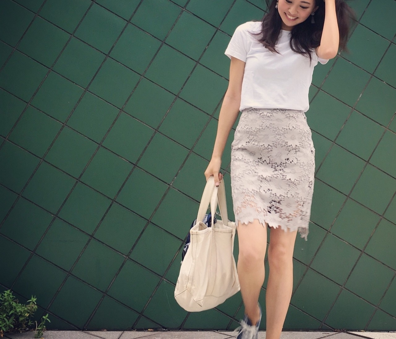 GUのメンズTシャツ×タイトスカートでお仕事コーデ。