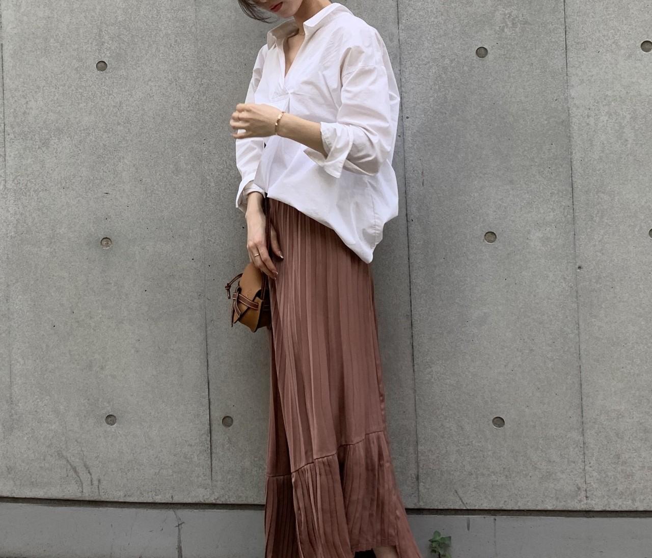 白シャツ×スカート。秋はブラウンが断然おしゃれで女っぽい♡