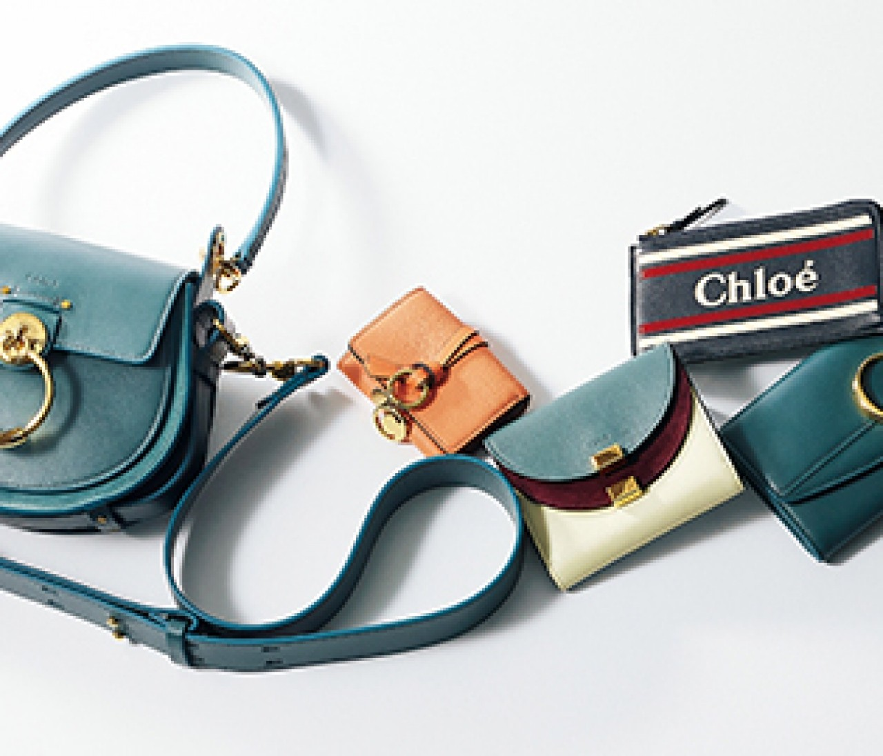 甘くない大人に似合う【クロエ(Chloé)】の可憐なバッグ&財布を身につけて
