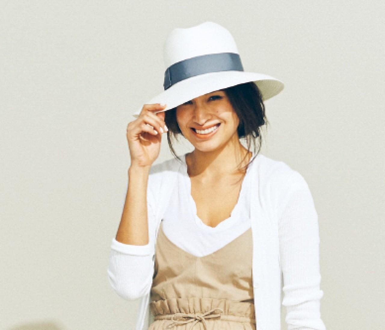 今年の帽子選びは「真っ白&つば広」がキーワード
