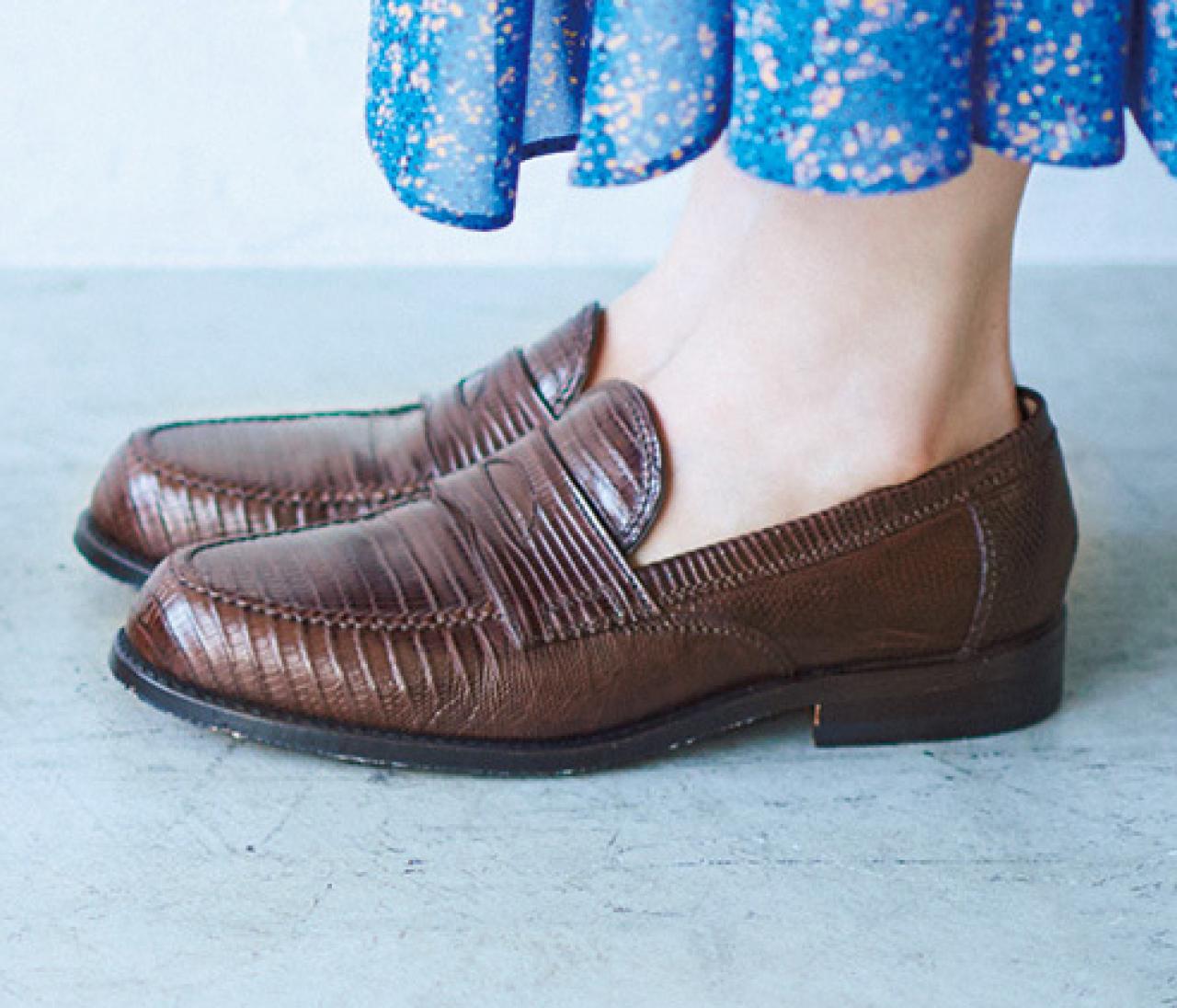 【茶色の靴】ならきれい色コーデがグーンとあか抜ける!