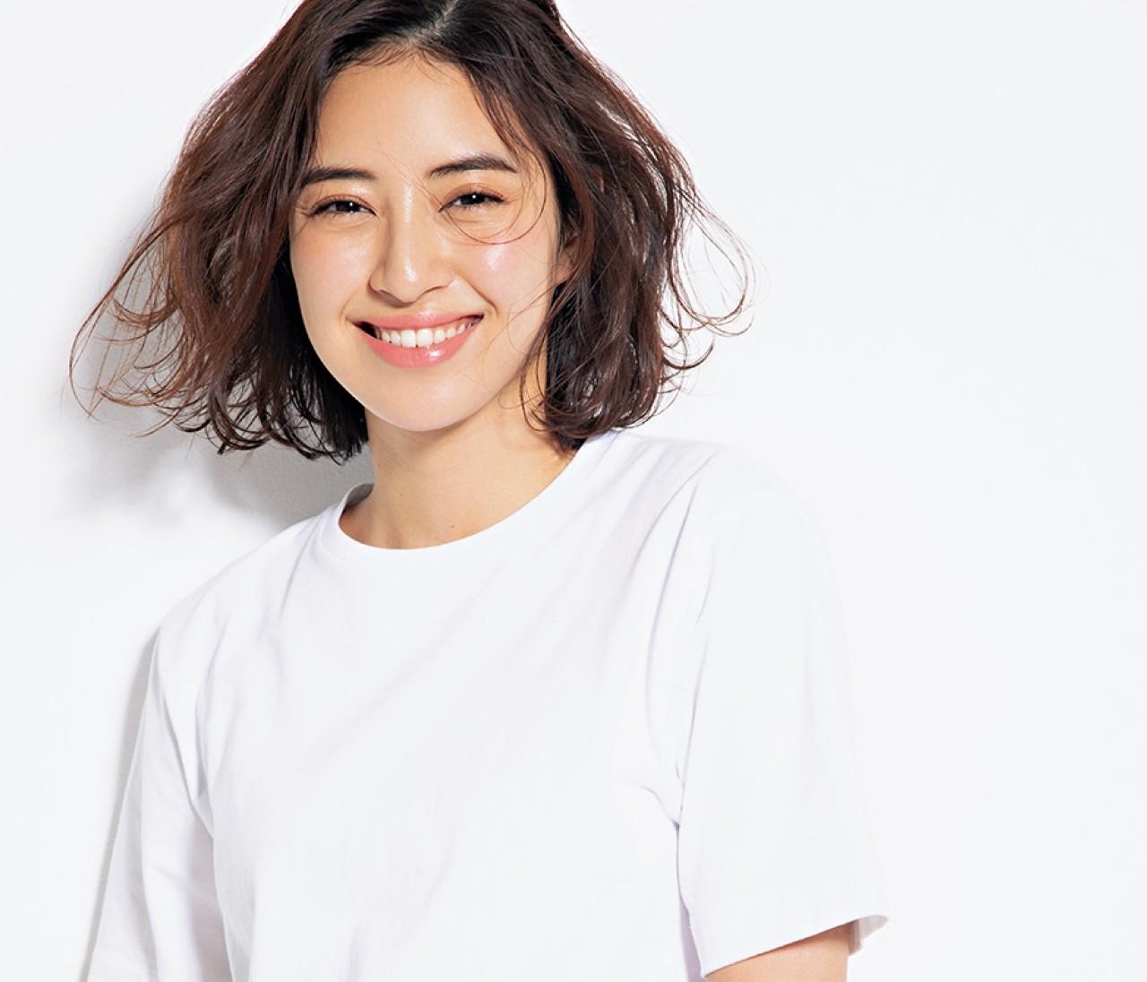 【骨格別おすすめTシャツ】定番の「白Tシャツ」は、形次第であか抜ける!