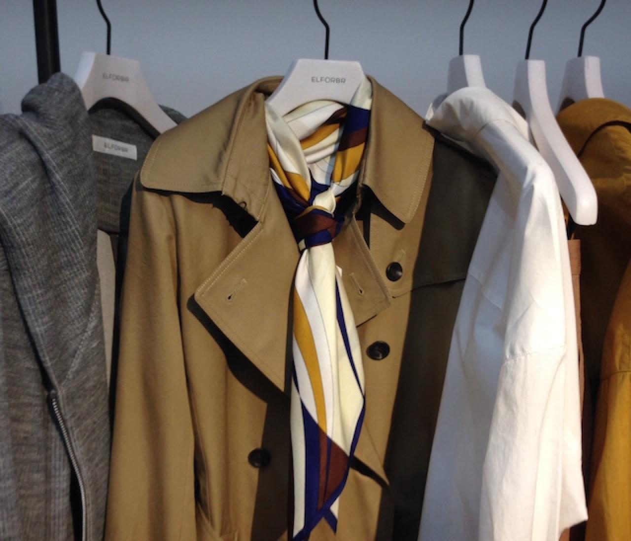 トレンチで襟元が寒いとき、今年はコレでしょ!