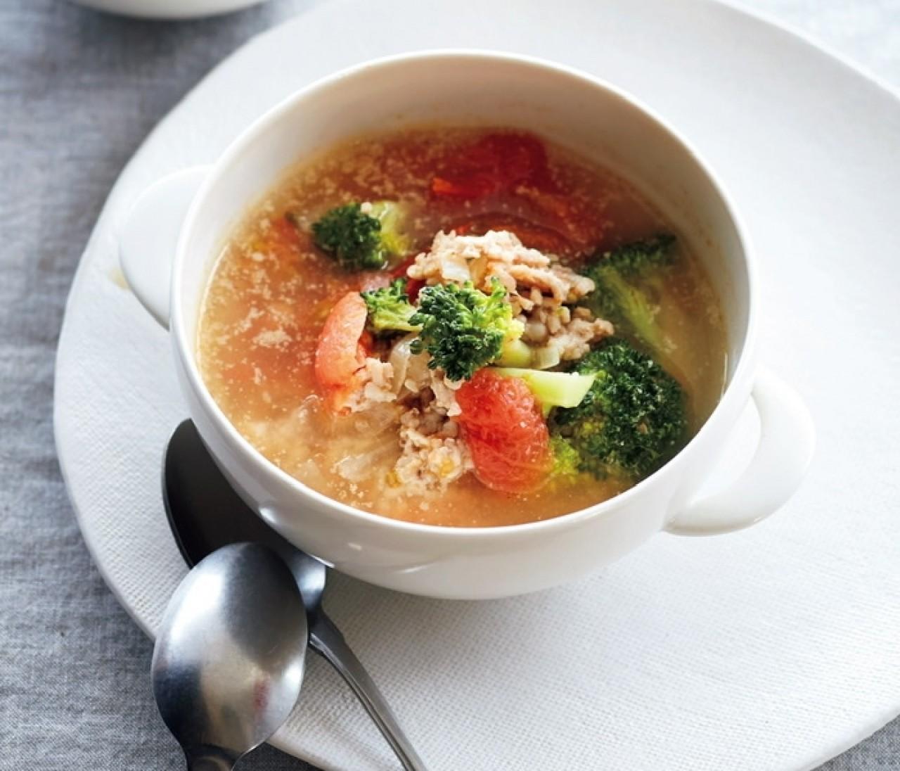 【新刊発売記念】 Atsushiさんの美白に効く「鶏ひき肉とブロッコリー、トマトのスープ」レシピ特別公開