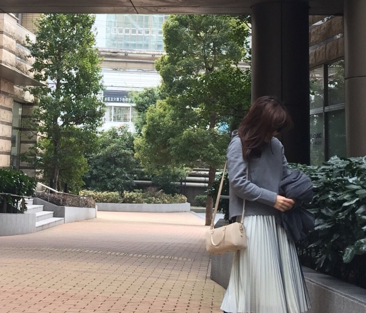 【#OOTD】新人K嬢は、美シルエットなプリーツスカートで気分上々♪