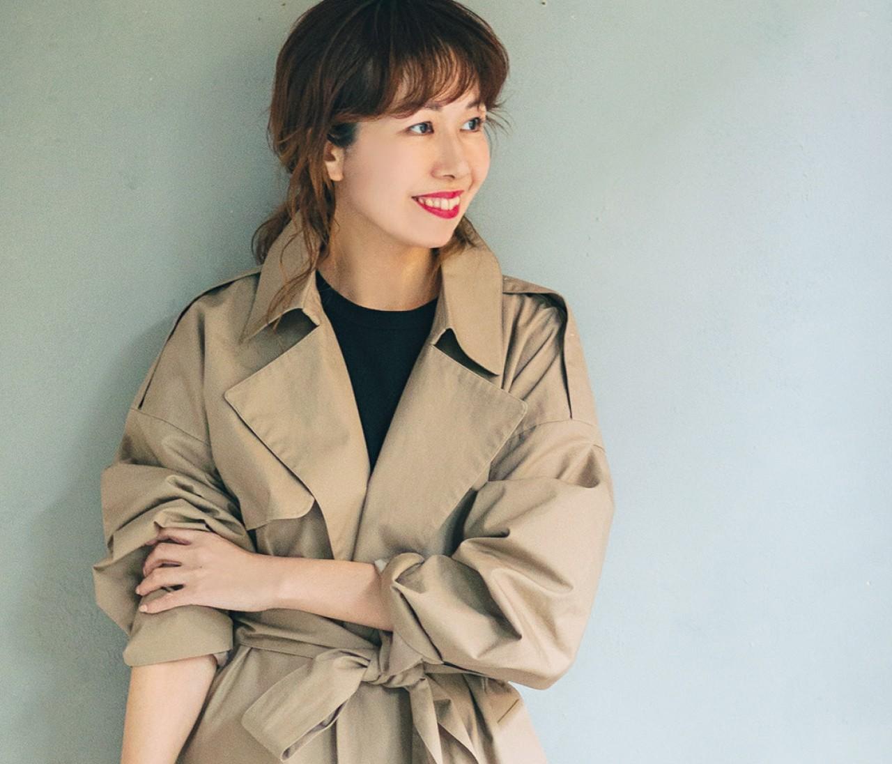 【おしゃれプロの愛用トレンチ】ライター榎本洋子さんは話題の新ブランドで女っぽく!