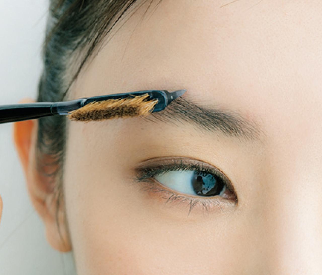 【30代のためのネオ美人眉Q&A1】眉ってハサミでカットすべき?毛抜きは使っていいの?