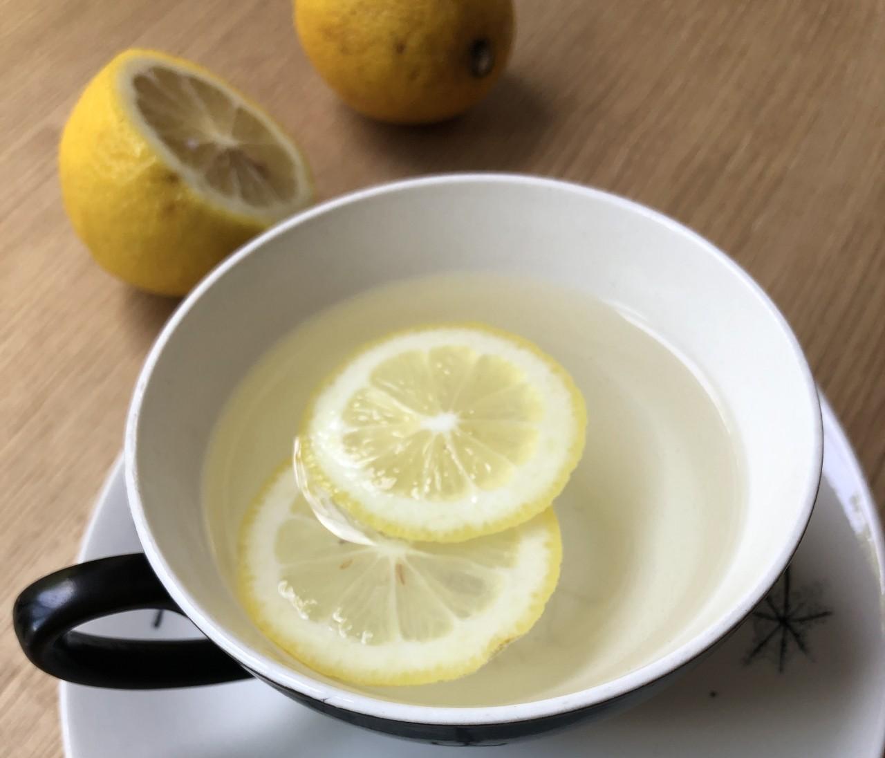 """【白湯で夏冷え撃退!】レモン、しょうが…医者が教える""""ちょい足し白湯"""""""