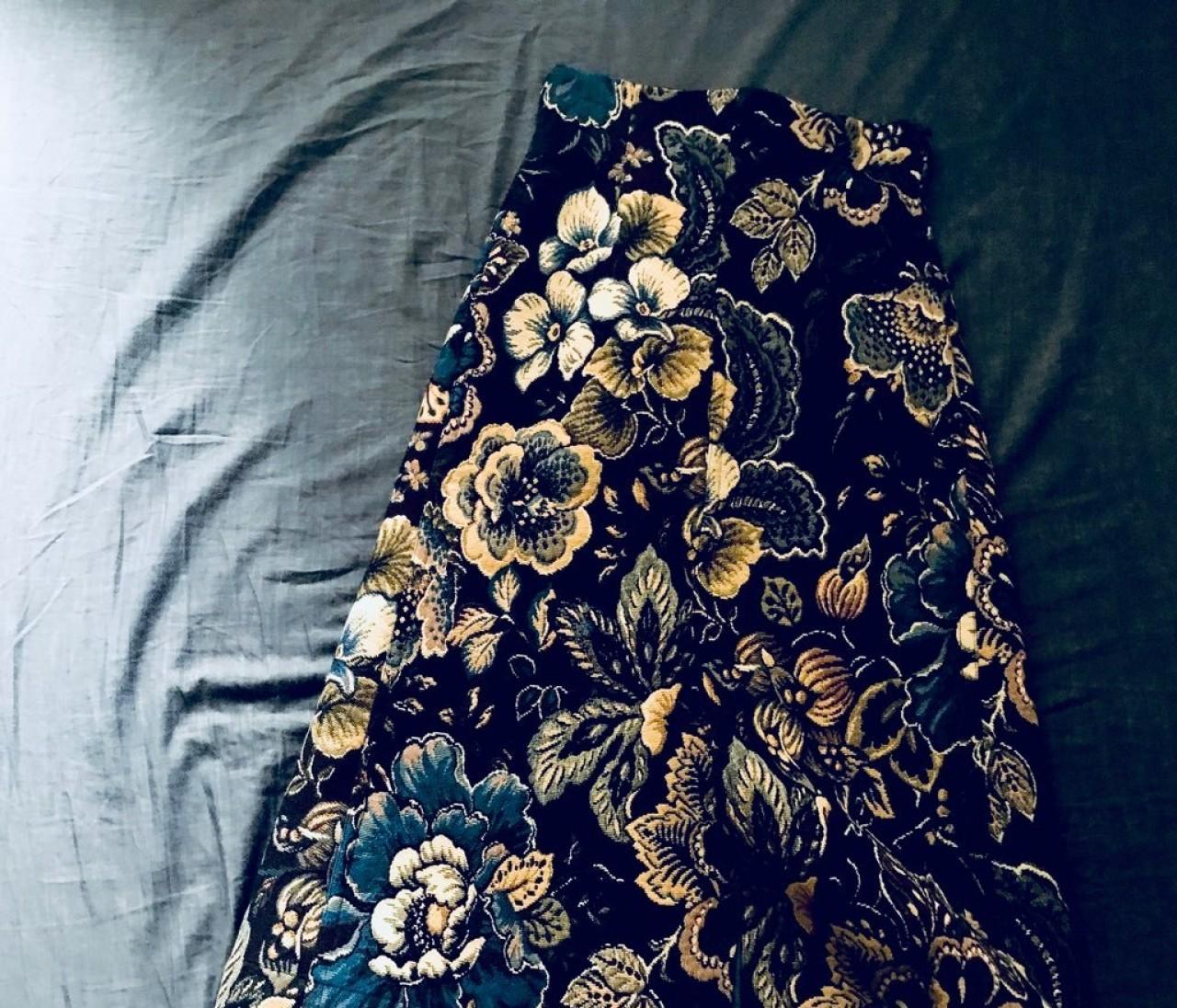 休日褒められ柄スカートは【アンスクリア】と【フィーニー】で見つける