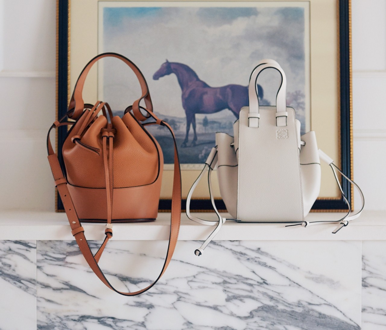 ロエベの人気バッグ、バルーン&ハンモックで選ぶならこの色【30代の新名品】