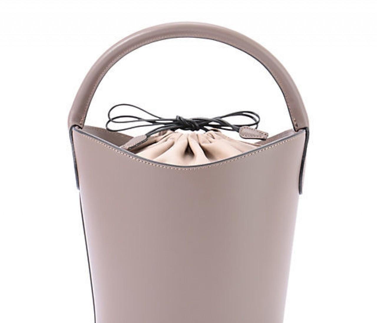 エディター、スタイリストの間でも大人気のバケツ型バッグが入荷!