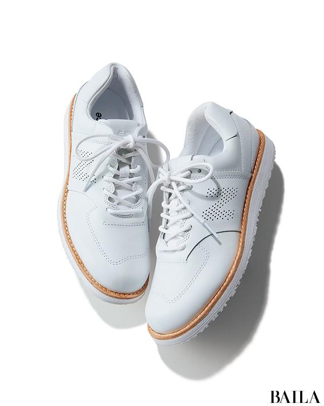 d86d7bda707135 一見、スニーカー?と迷うほどきちんと見えする革靴風デザインなら、厳しい上司も納得。リラックスムードはそのままに、きれいめにもドレッシーにも履ける一足。