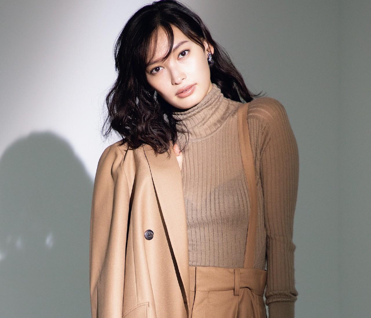 """【大政絢の最愛ニット】シアーニットの""""肌感""""で女っぽさアップ!"""