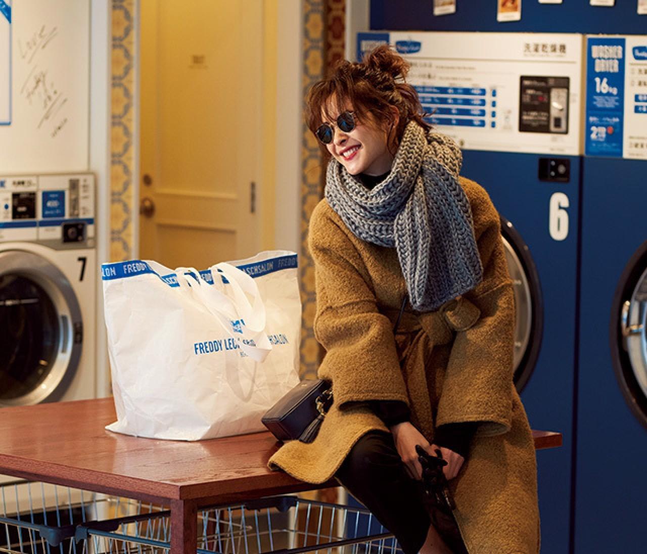 大掃除したい日は、きれいめコートを小物でカジュアルダウン!