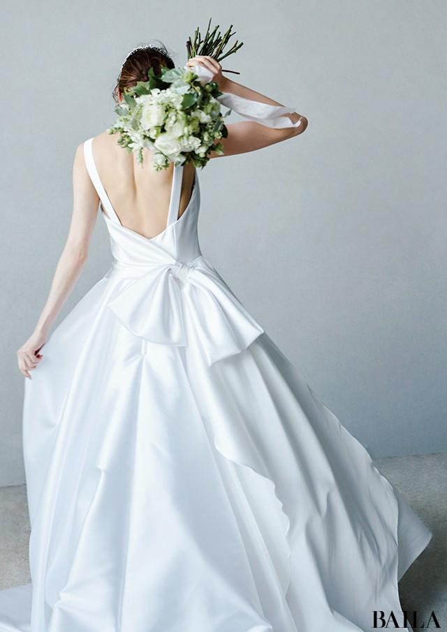 後ろ姿の美しいドレス2