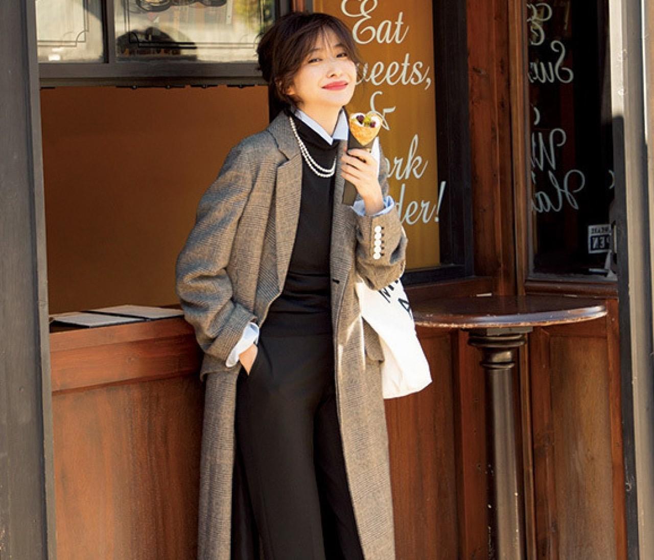 冬の休日は、黒からブルーをのぞかせたフレンチシックな装いで!