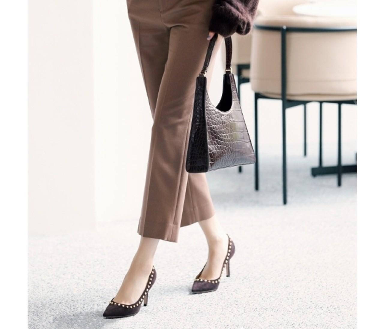 30代の通勤スタイルに最適【ブラウンパンプスまとめ】足元に旬色を投入!