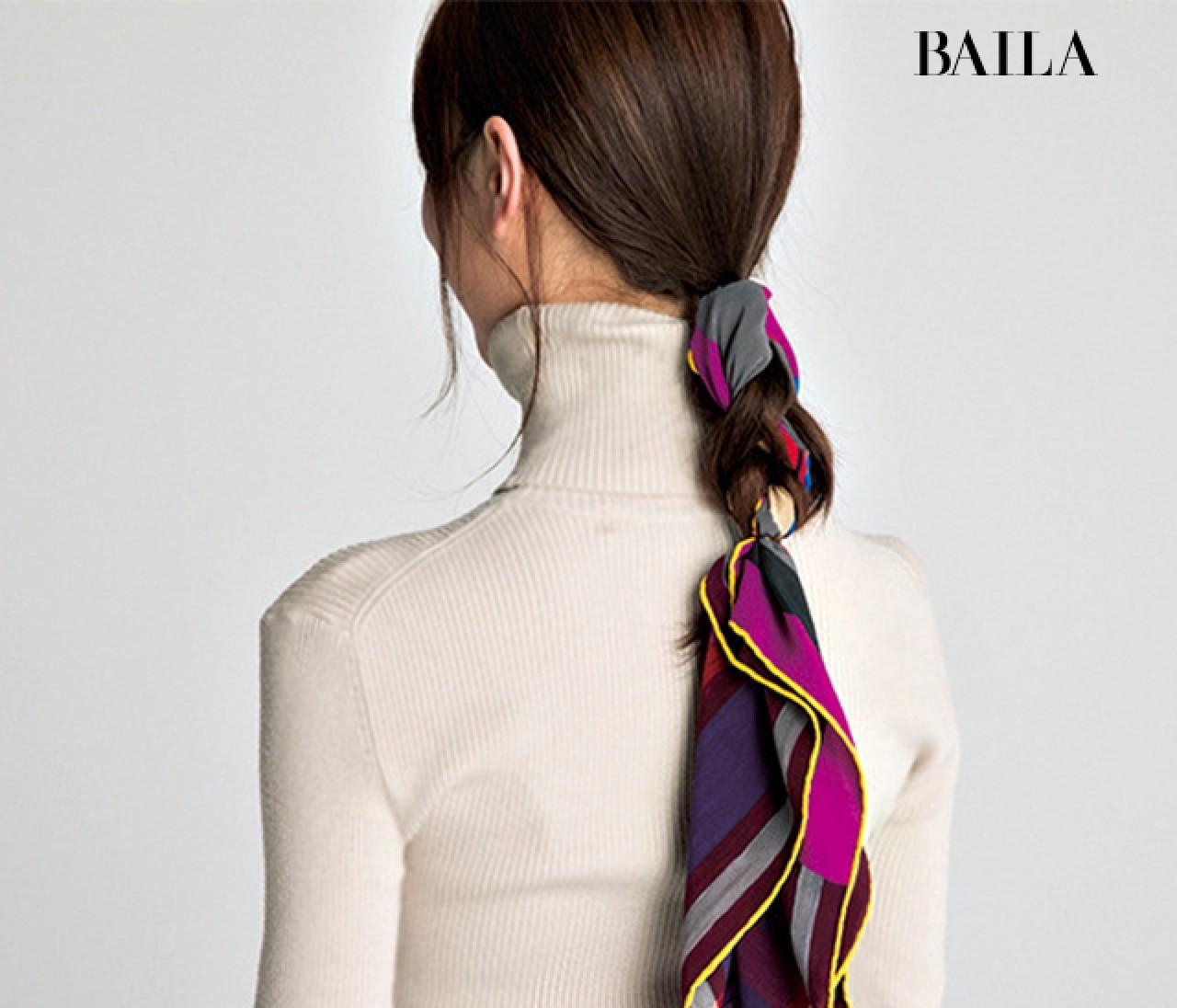今が旬!スカーフの巻き方講座【5】バックコンシャスになれる<ヘア編み込み>