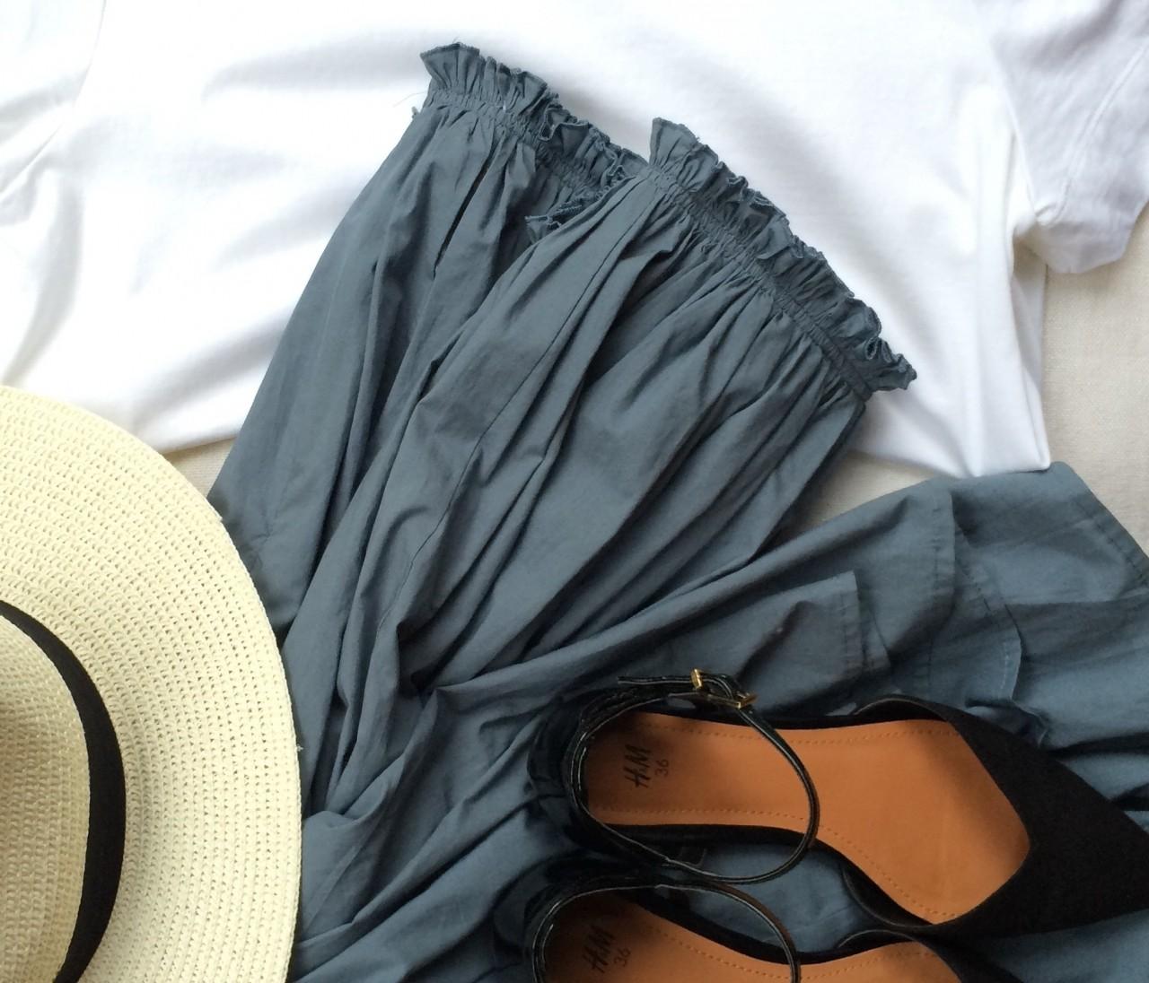 白T着る日の「タイプライタースカート」
