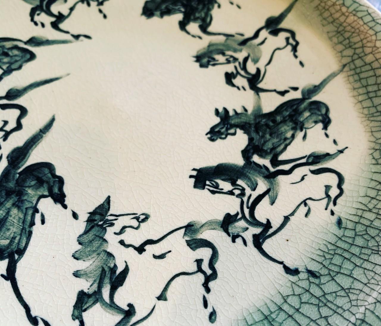 """【エディターのおうち私物#70】料理も""""馬く""""なる…?!お気に入りの器たち"""
