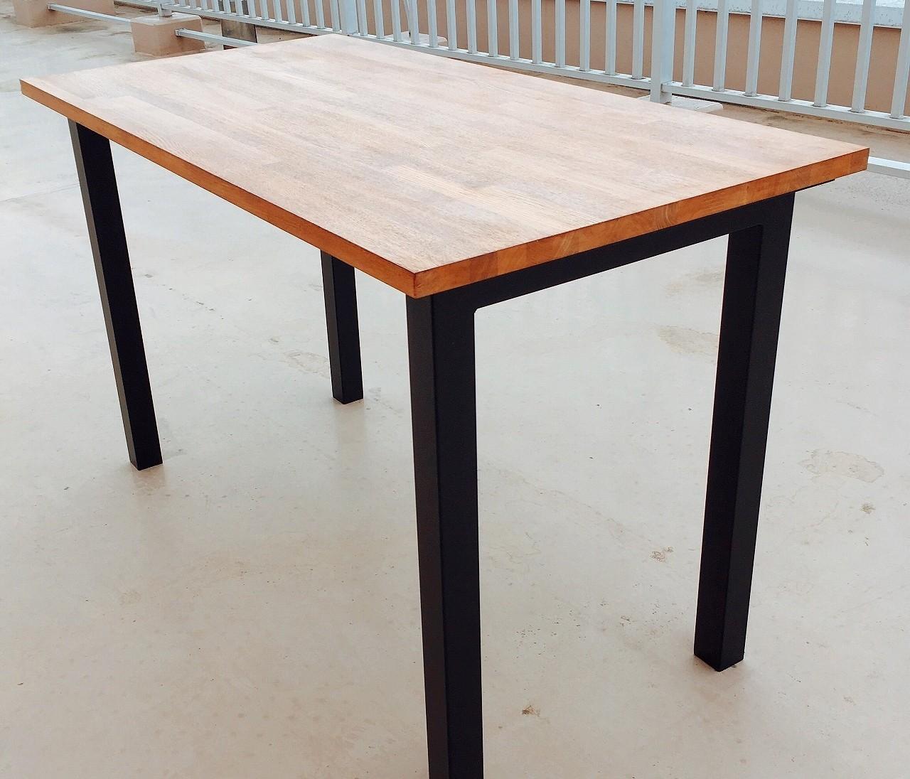DIY初心者がいきなり大物のダイニングテーブルをつくってみた