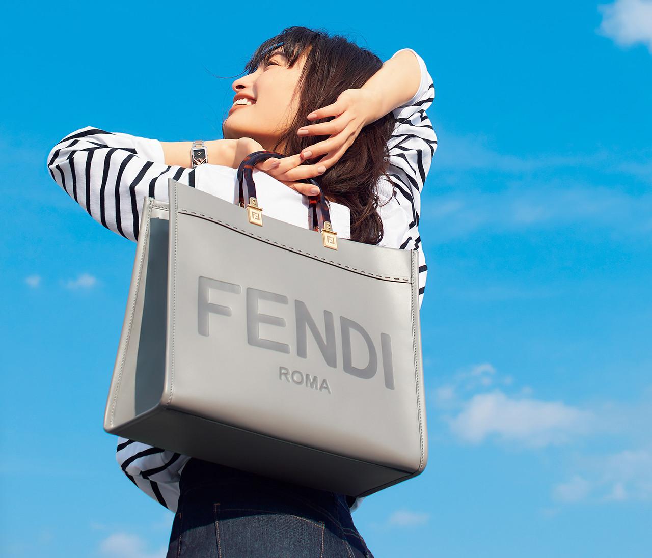 フェンディの人気バッグ「サンシャイン ショッパー」からミディアムサイズが新登場!【30代のブランドフォーカス】