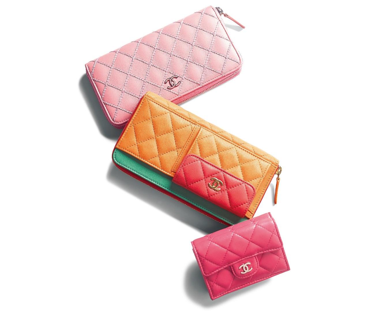 【クリスマスギフト】「CHANEL(シャネル)」はカラフルカラーの財布にときめいて♡