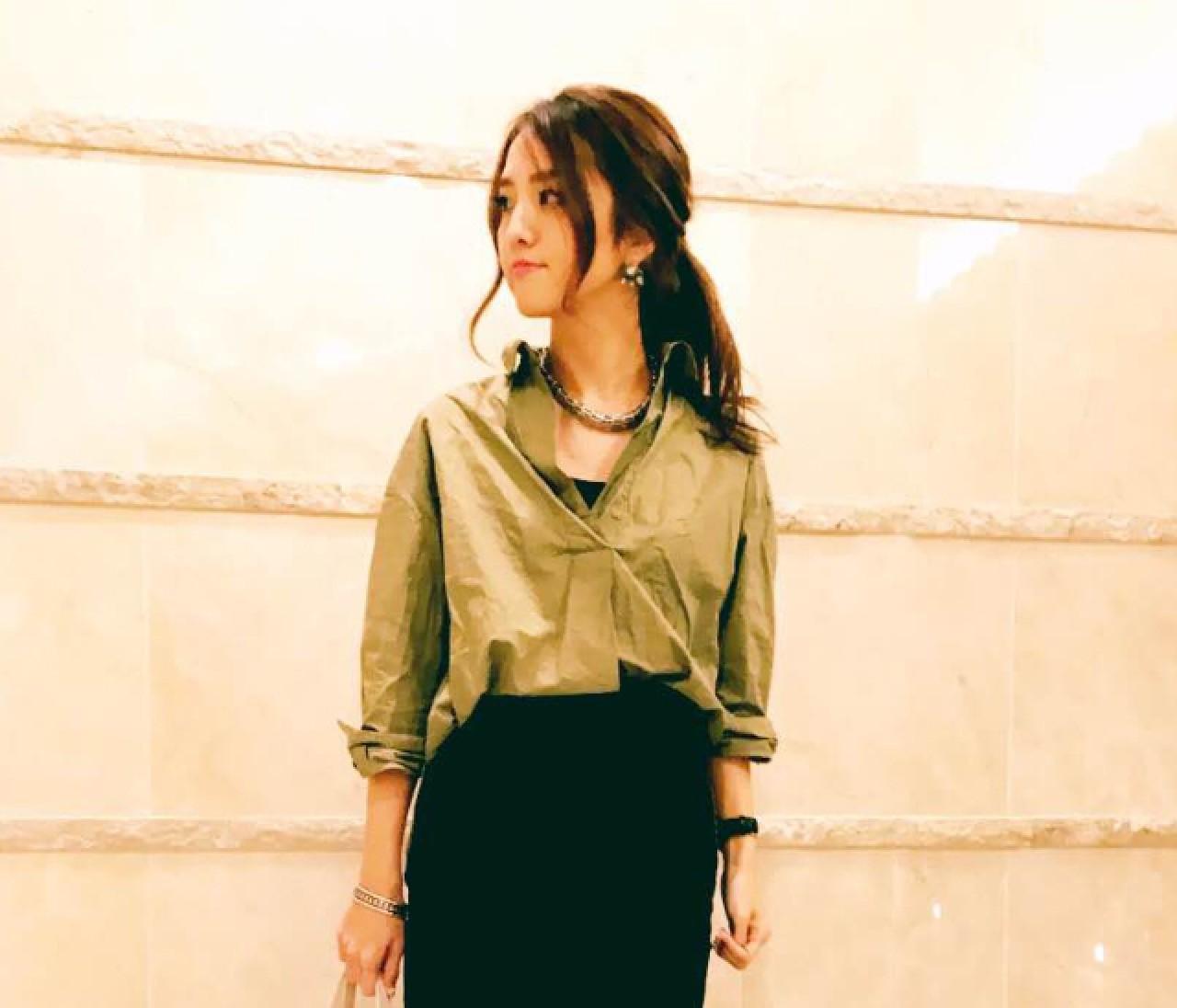 【スナップ】シャツの女っぷりはスリットスカートでアゲ↑