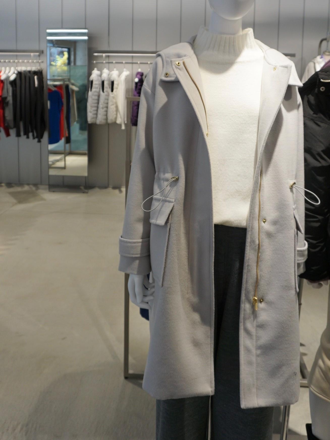 GU(ジーユー)のドロストフーデッドコート