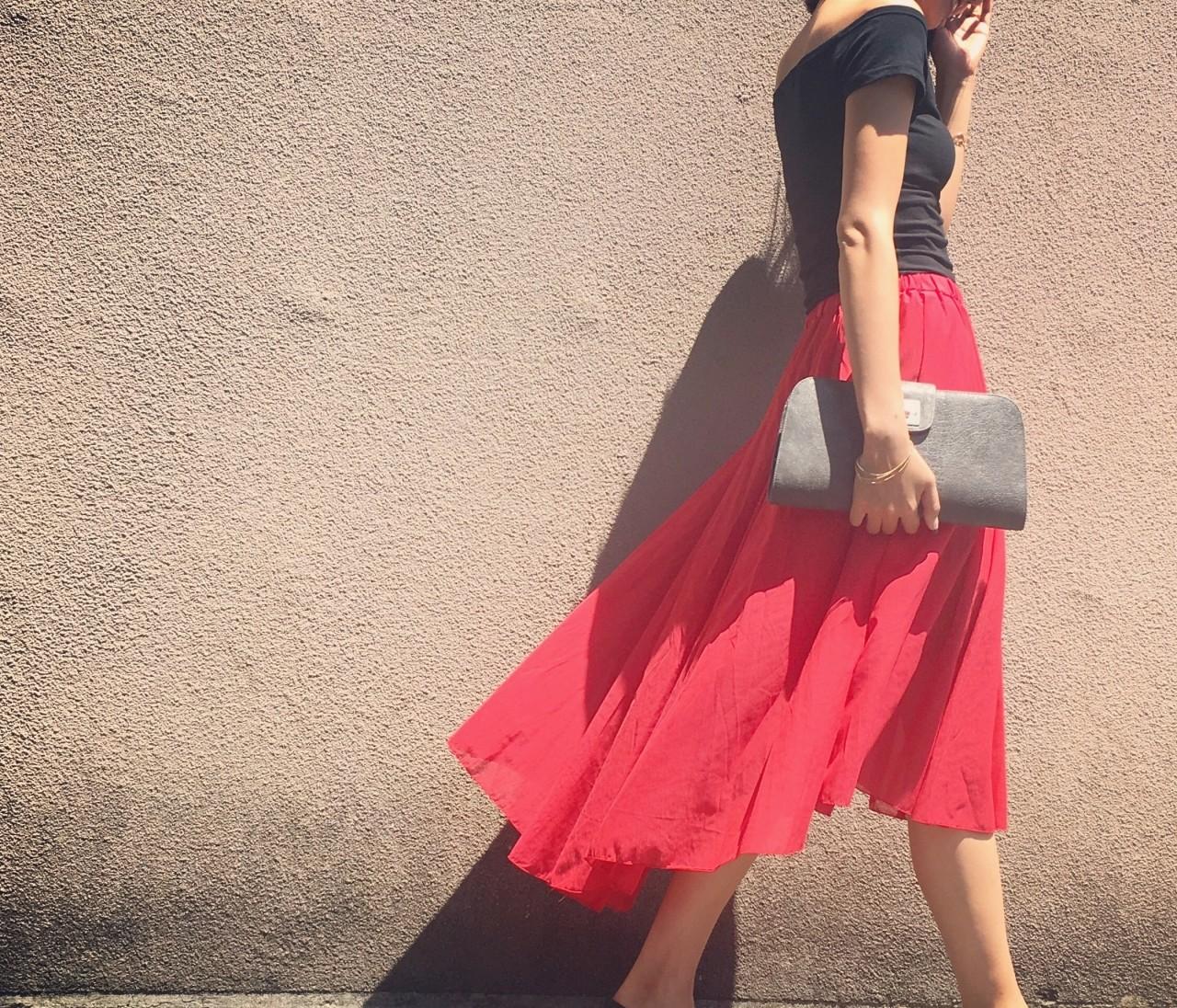 黒オフショル×赤ヘムラインスカート♡髪の毛ばっさり切りました!