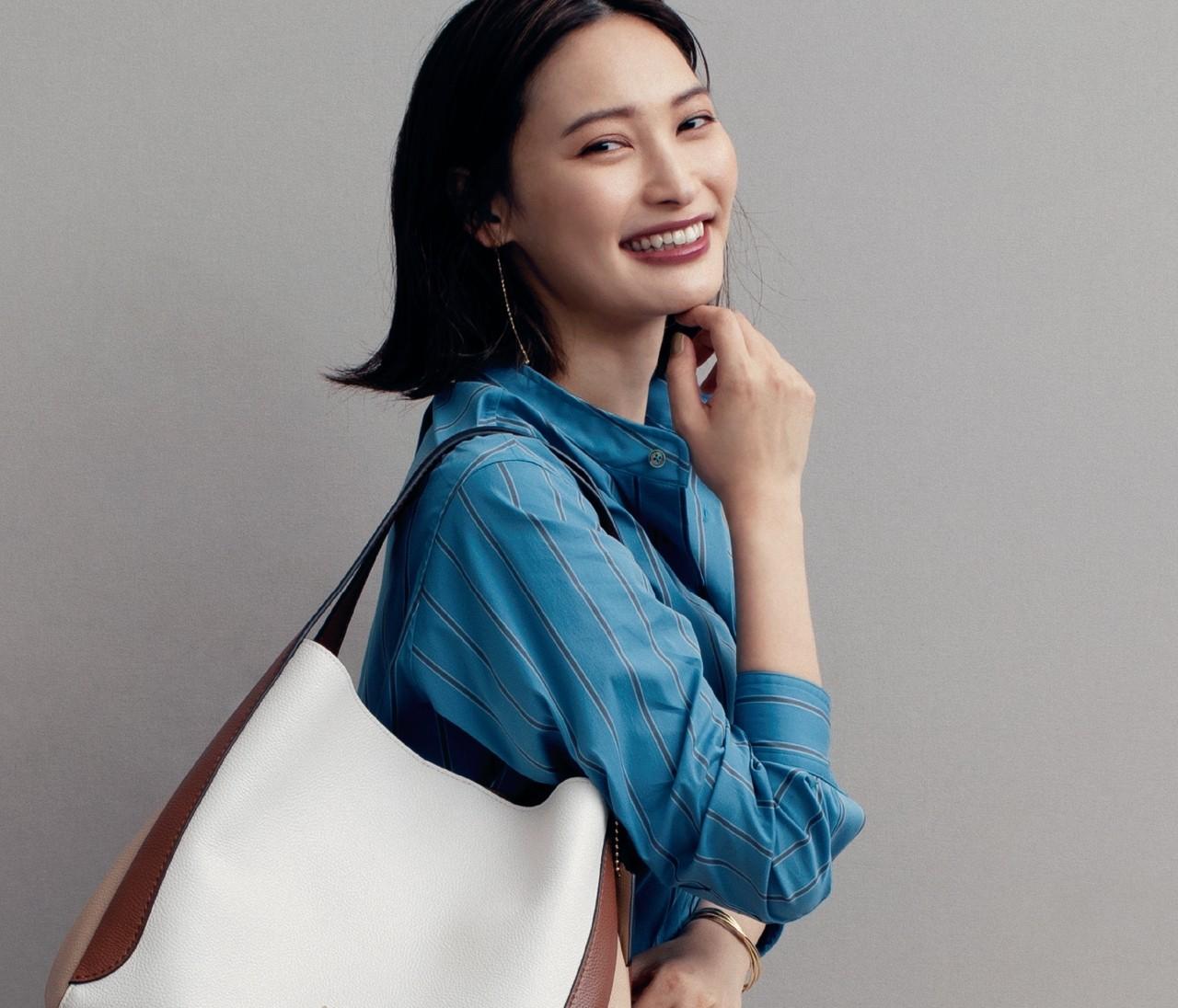 【秋の新バッグ】「コーチ(COACH)」の上質レザーバッグで品のある女らしさを