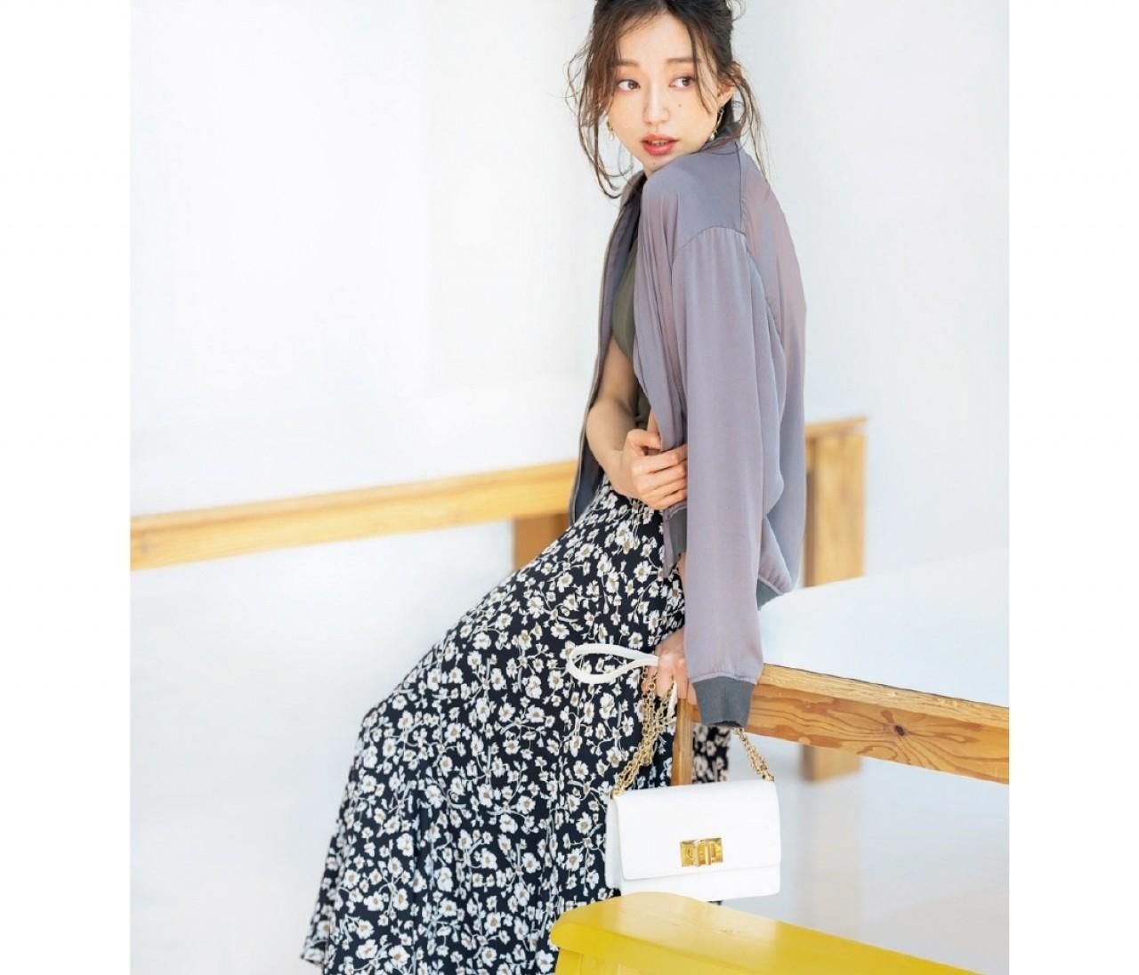 【今日のコーデ】火曜日は、透けブルゾン×花柄スカートのセンシュアルなコーデ